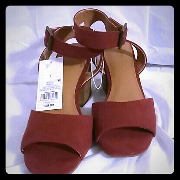 bce8b66ebb5 Pair Of Ladies Shoes Size 7